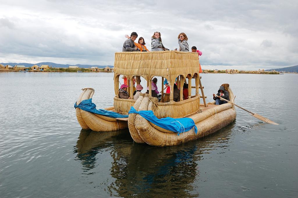 Прогулка на тростниковом кораблике