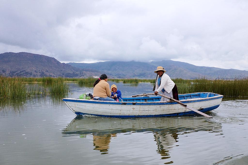 По пути попадаются местные индейцы на лодках