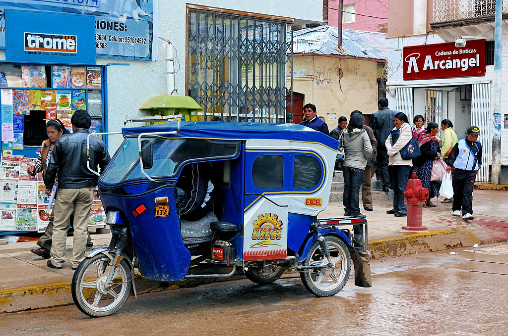 Тук-тук, очень распространенный в Пуно вид транспорта