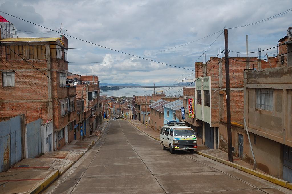 Типичная перуанская архитектура - полутораэтажные недостроенные дома