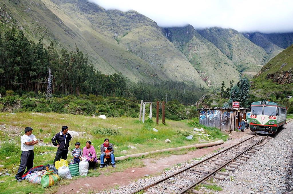 Пропускаем сельский поезд