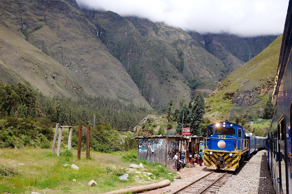 Пропускаем туристический поезд