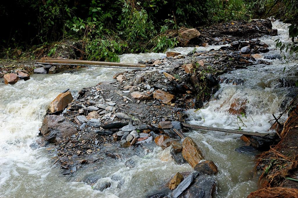Боливийский ручеек. В удачный сезон может смыть всю деревню нахрен :)