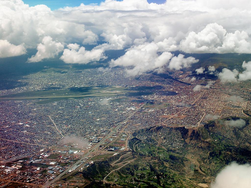 Самолет взлетает из Эль-Альто