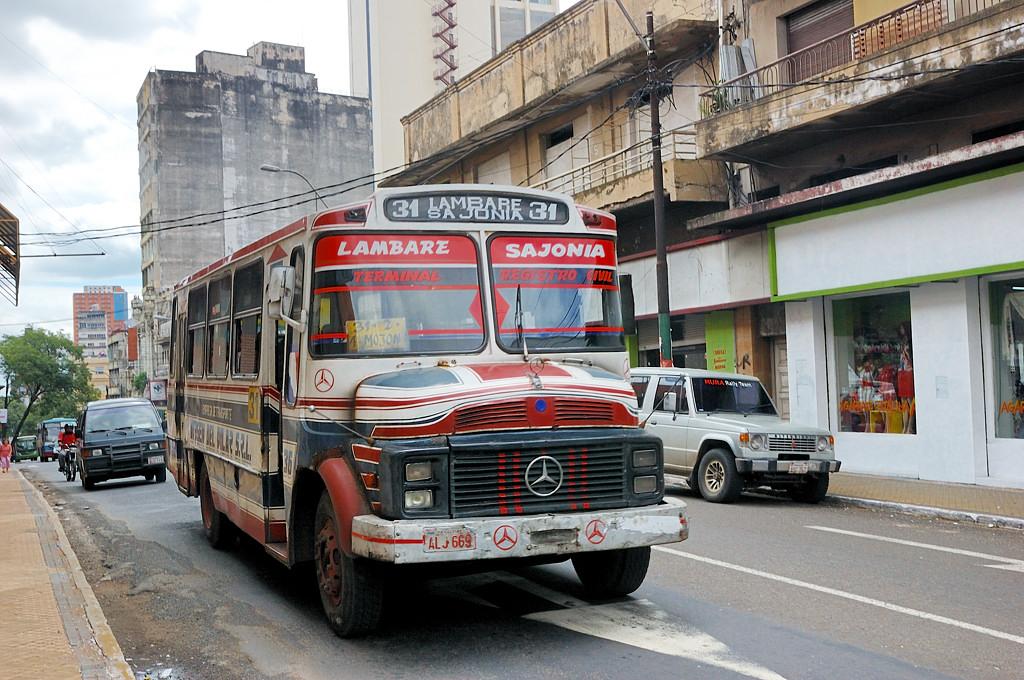Старые парагвайские автобусы очень колоритны