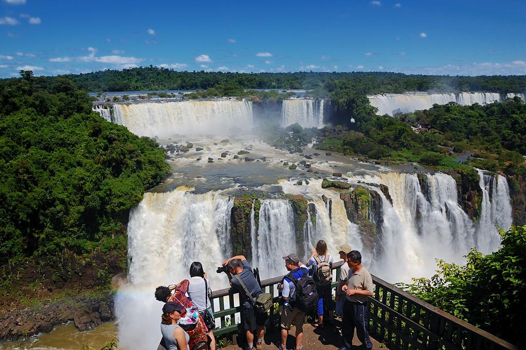 Каскады водопадов Игуасу на аргентинской стороне