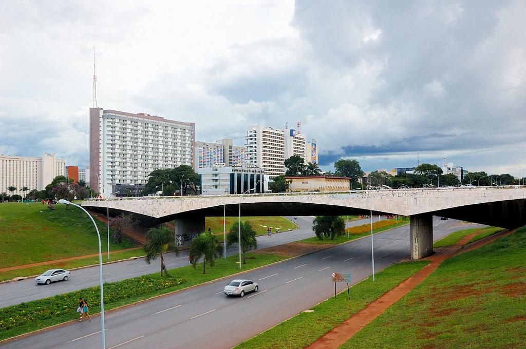 Автотрасса в центре Бразилиа