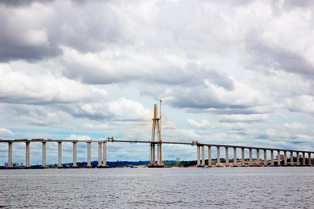 Строящийся автомобильный мост через Риу-Негру вблизи Манауса