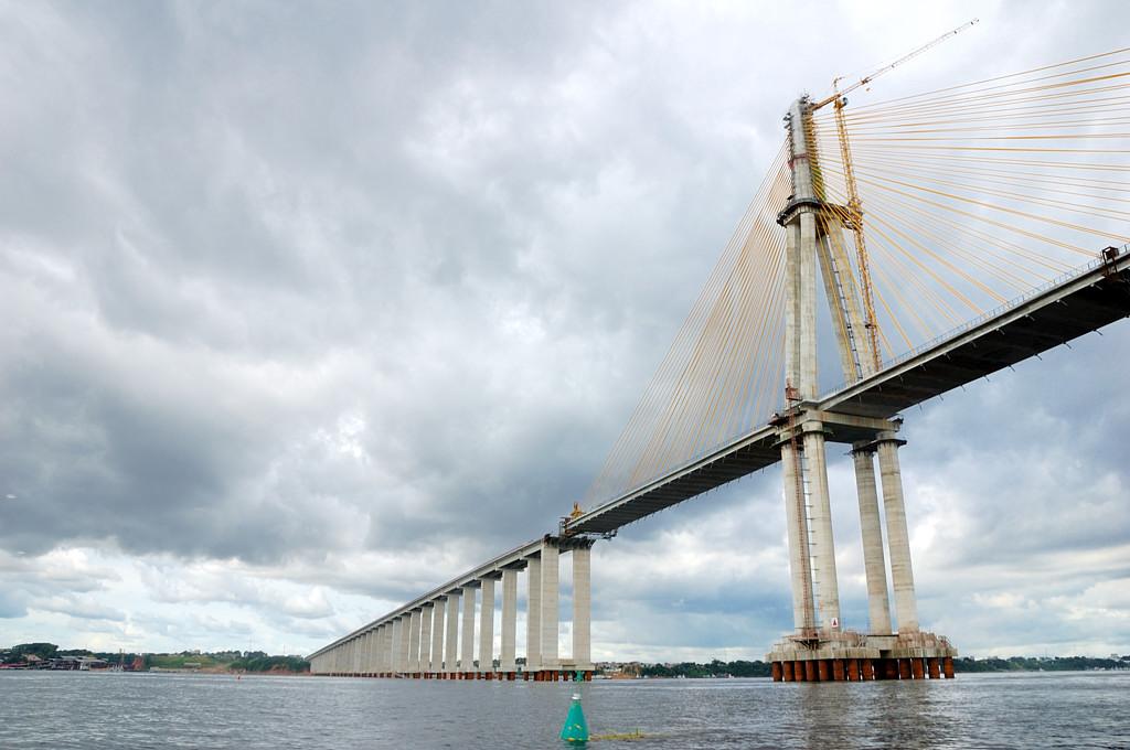 Строящийся автомобильный мост через Риу-Негру