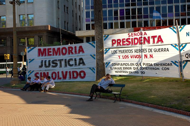 Демонстранты у Каса Росада