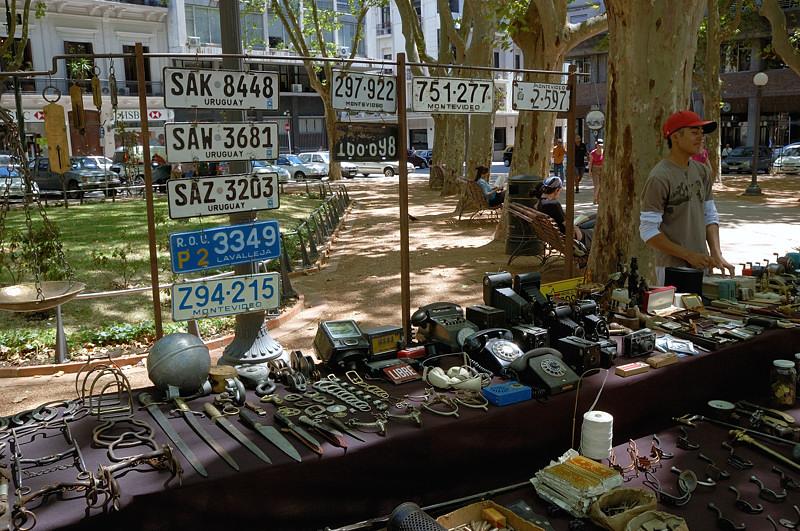 Блошиный рынок на площади Матриз