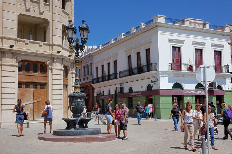 Площадь у рынка Меркадо дель Пуэрто