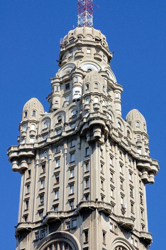 Здание Palacio Salvo