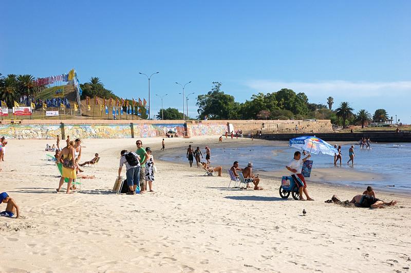 На пляже Плая Рамирес