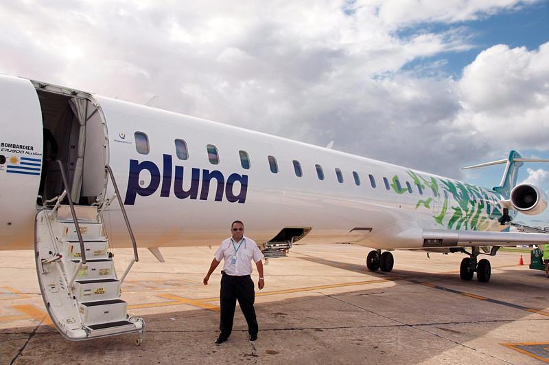 Самолет Bombardier 900 уругвайской авиакомпании Pluna