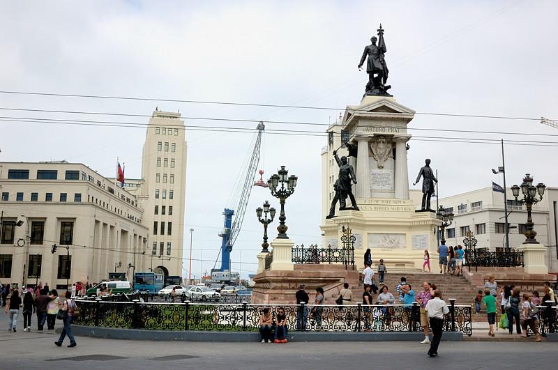 Памятник героям Икике и адмиралу Артуро Прату