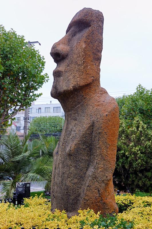 Фигура моаи у музея в Винья-дель-Мар