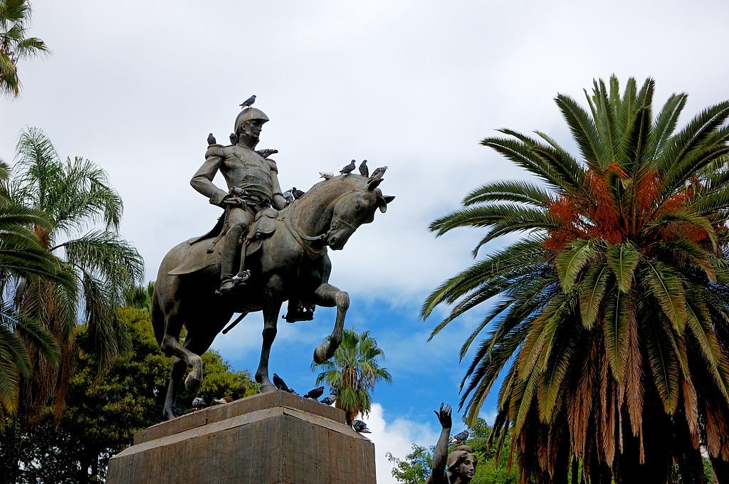 Памятник генералу Бельграно (или Сан-Мартину?)