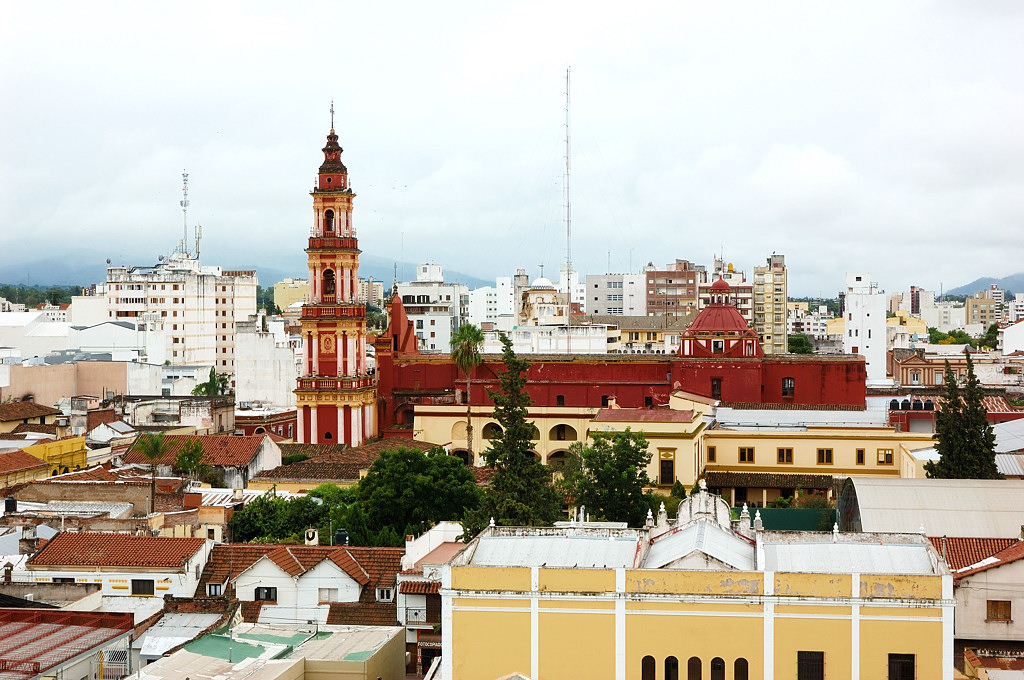 Вид на Сальту с крыши нашего отеля