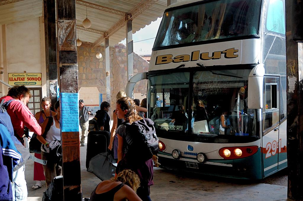 Посадка в автобус до Ла-Киаки