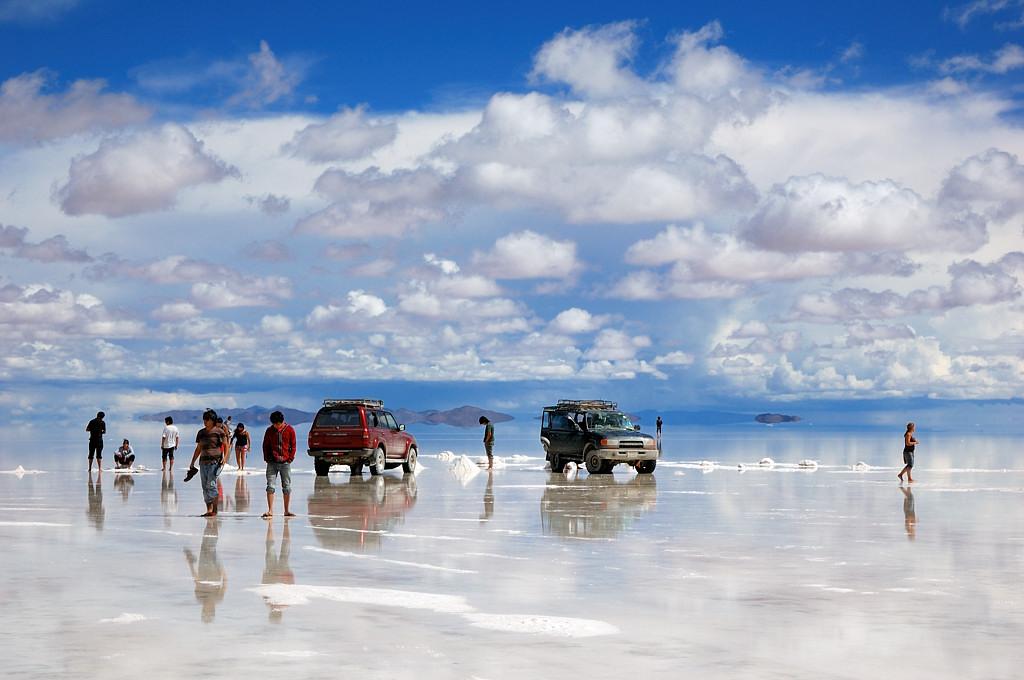Машины у острова