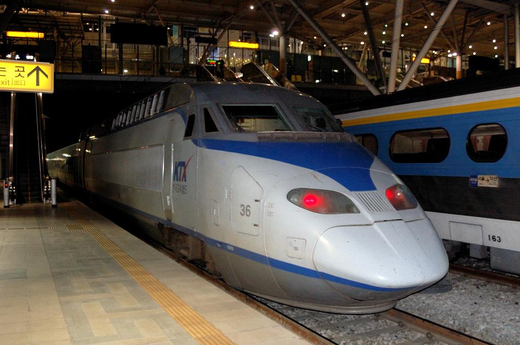 Корейский скоростной поезд