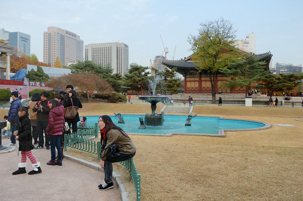 В дворцовом парке Токсугун