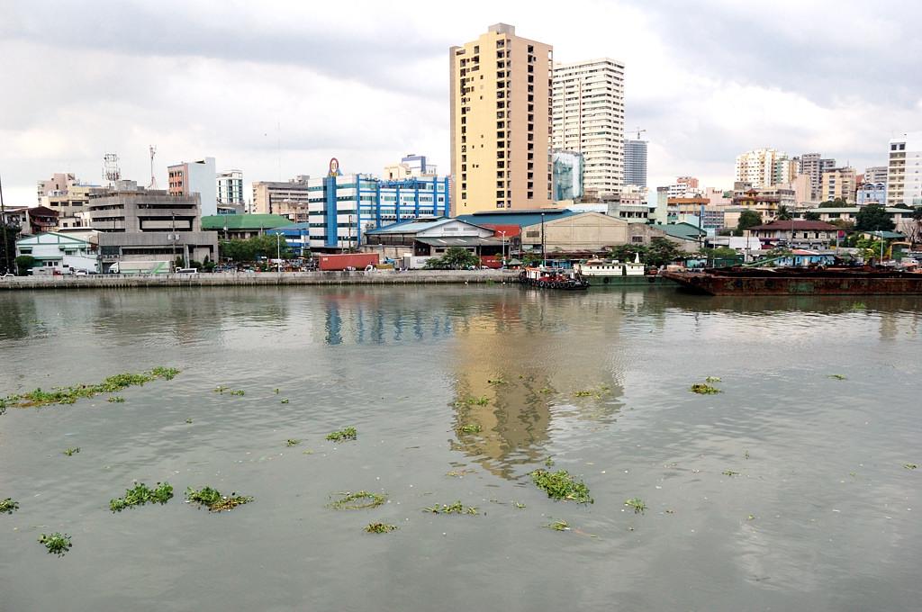 Вид на городской район, что за речкой