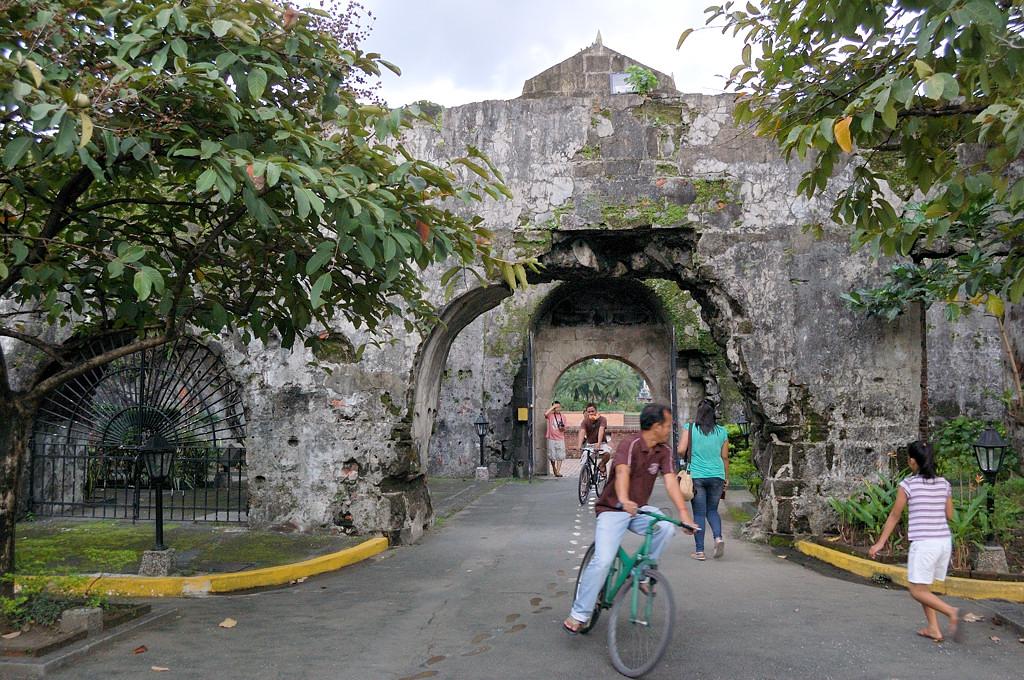 У входа в крепость Форт-Сантьяго