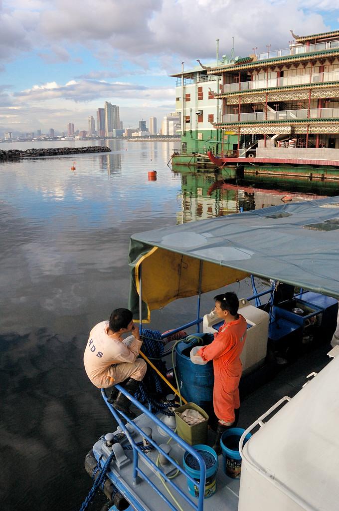 В порту перед отплытием