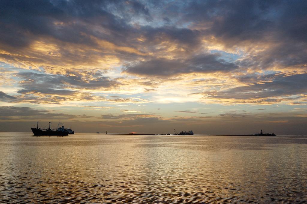 Закат над Манилой