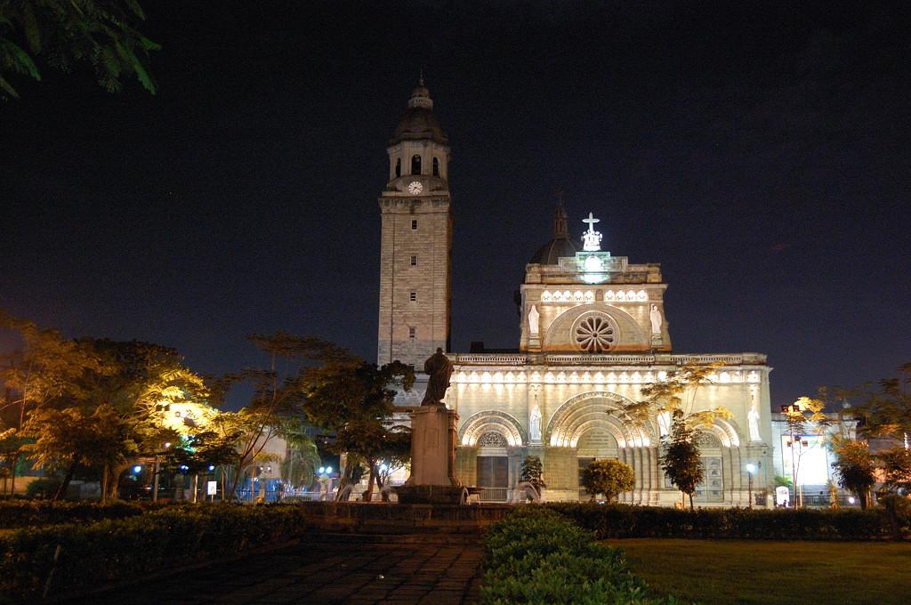 Кафедральный собор в темноте