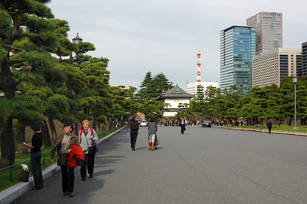 На площади у императорского дворца