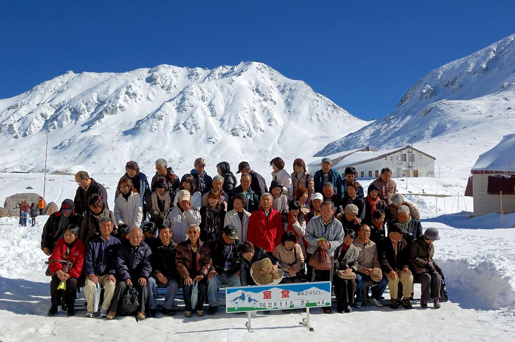 Японские туристы обожают ходить группами