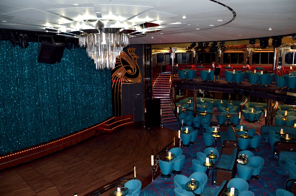 Концертный зал на корме лайнера