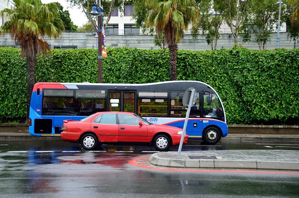 Автобус интересной конструкции. Хипстерский такой :)