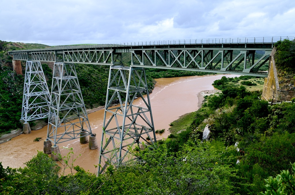 По дороге увидели красивый мост, думали, на нем тоже есть тарзанка