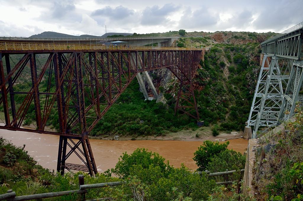 Но здешний мост оказался заброшен, с него никто не прыгал