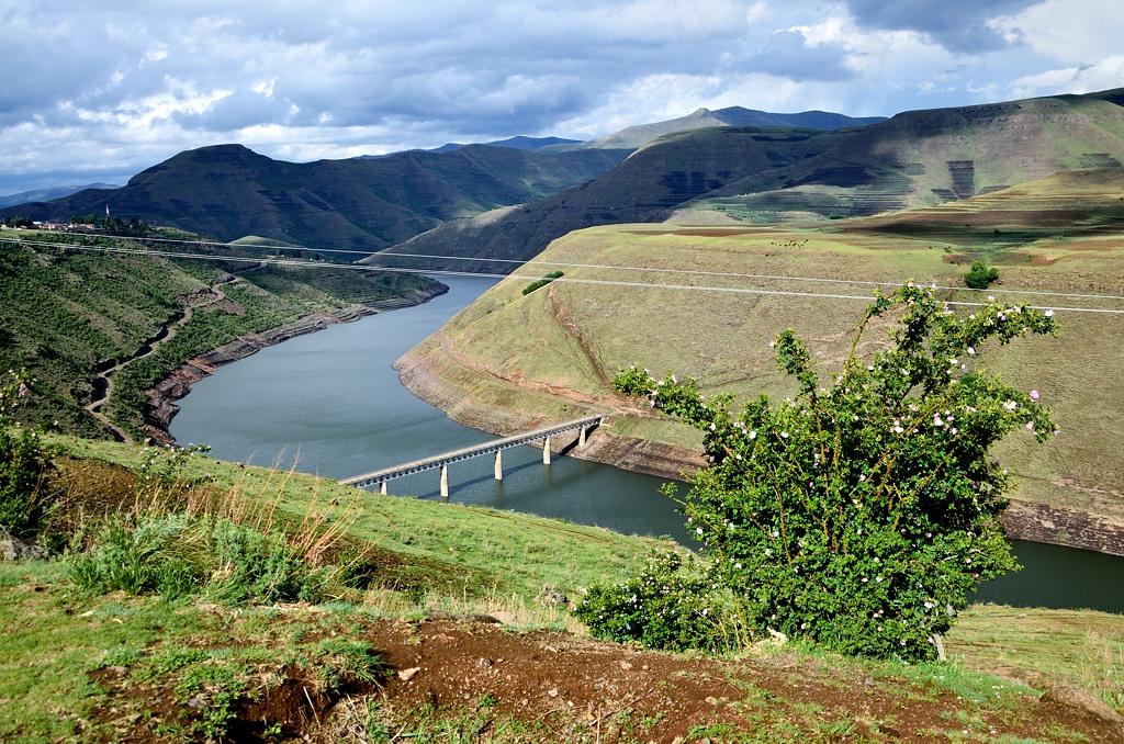 Мост через водохранилище