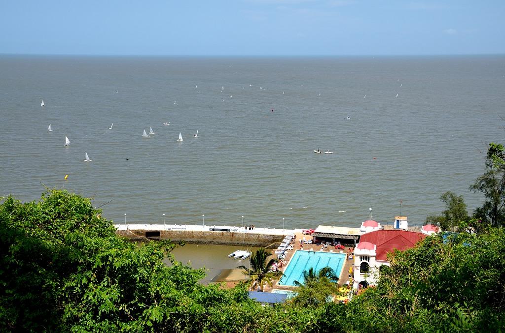 А говорят, что в Мозамбике бедно живут :)