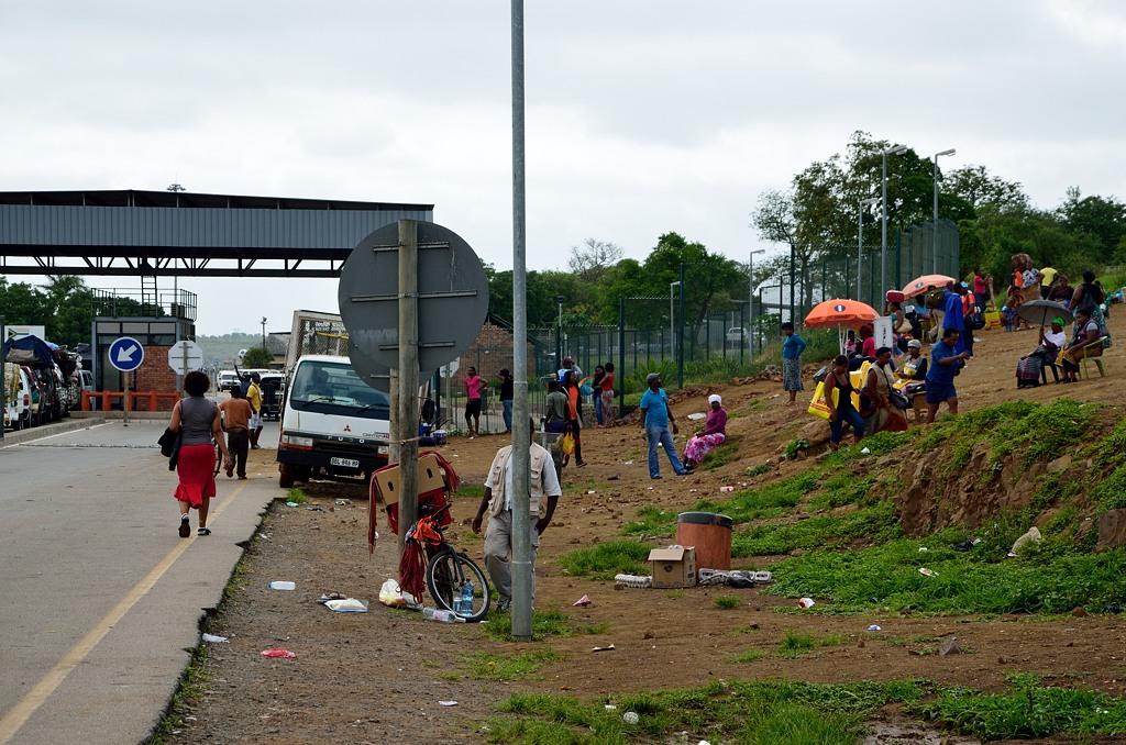 Вообще границы ЮАР с сопредельными странами это обычно лютый трэш