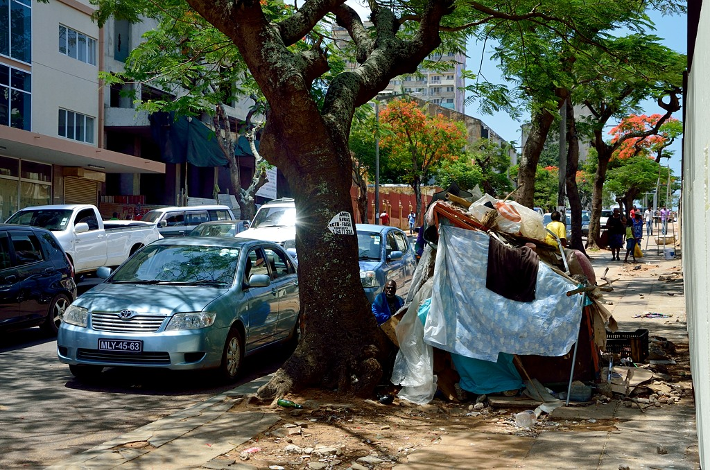 Бездомные живут прямо на центральном проспекте