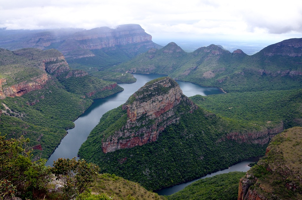 Потрясающий вид. Внизу река Блайд и воон там, вдалеке, плотина ГЭС