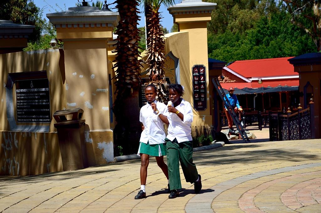 Черные школьники в Gold Reef City