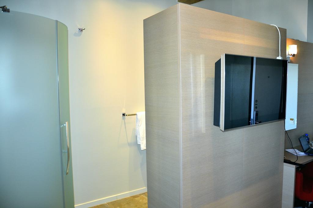 Инновативный дизайн номеров в Reef Hotels - туалет не отделен от номера дверью :)