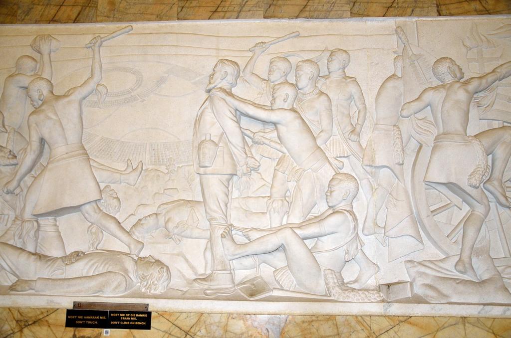 Это, видимо, изображено избиение зулусами делегации Пита Ретифа