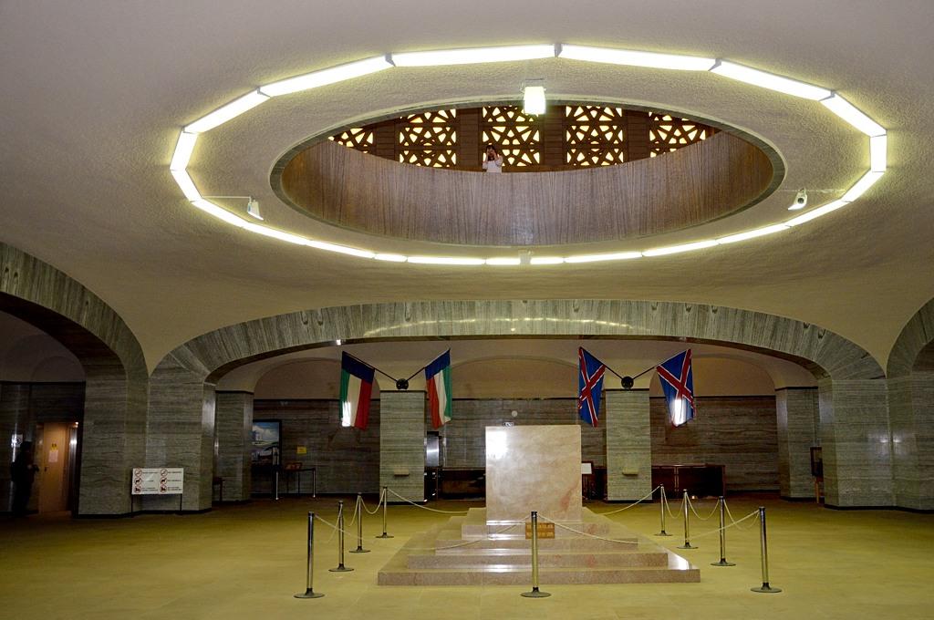 Кенотаф в центре монумента