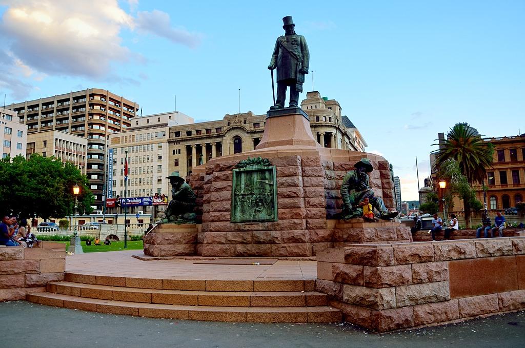 Памятник Паулю Крюгеру.