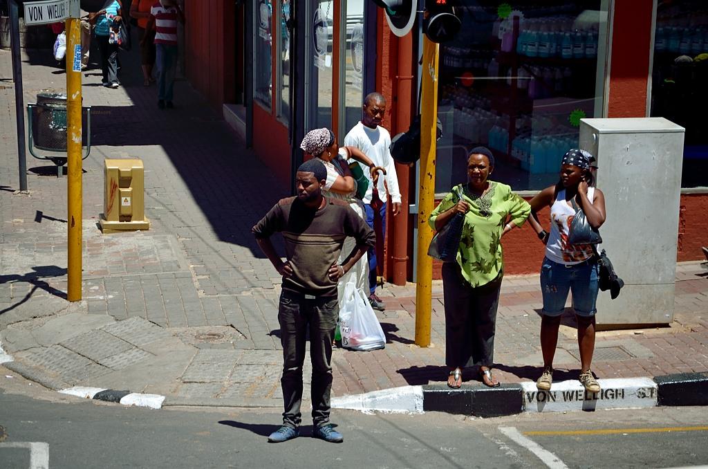 Народ на улицах