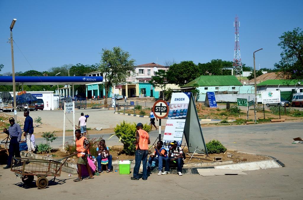 На зимбабвийской заправке